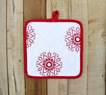 Christmas Pot holder, snowflake print, red and white, kitchen accessory, 100% cotton, size 8'X8'