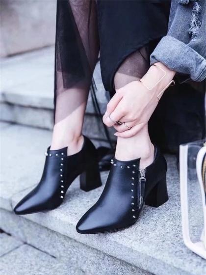 DaysCloth Black Stud Pointed Leather Heeled Shoes