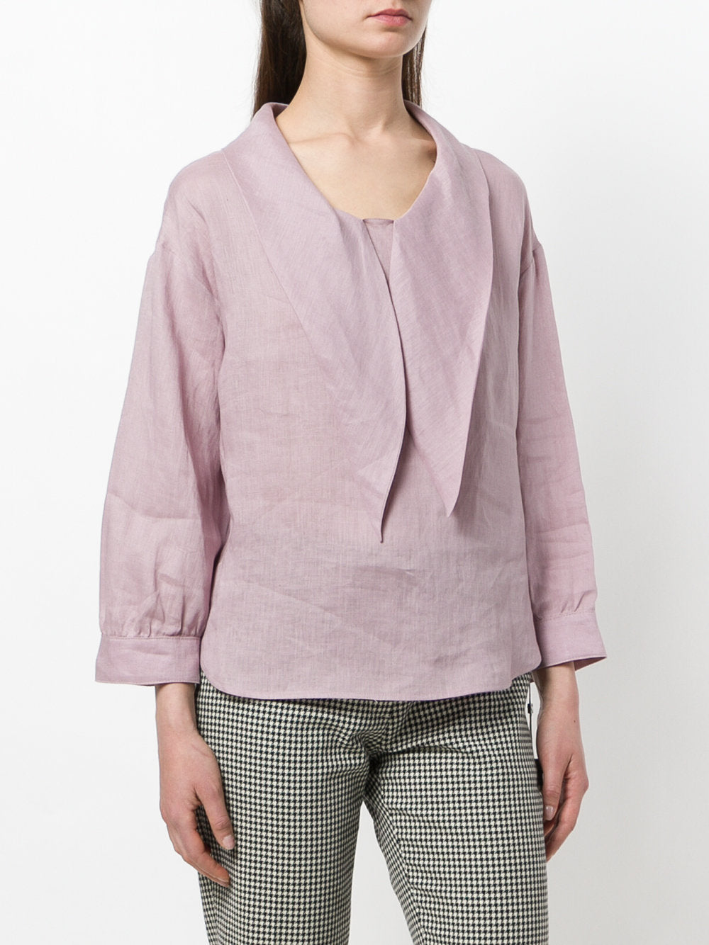 Pointed-collar blouse