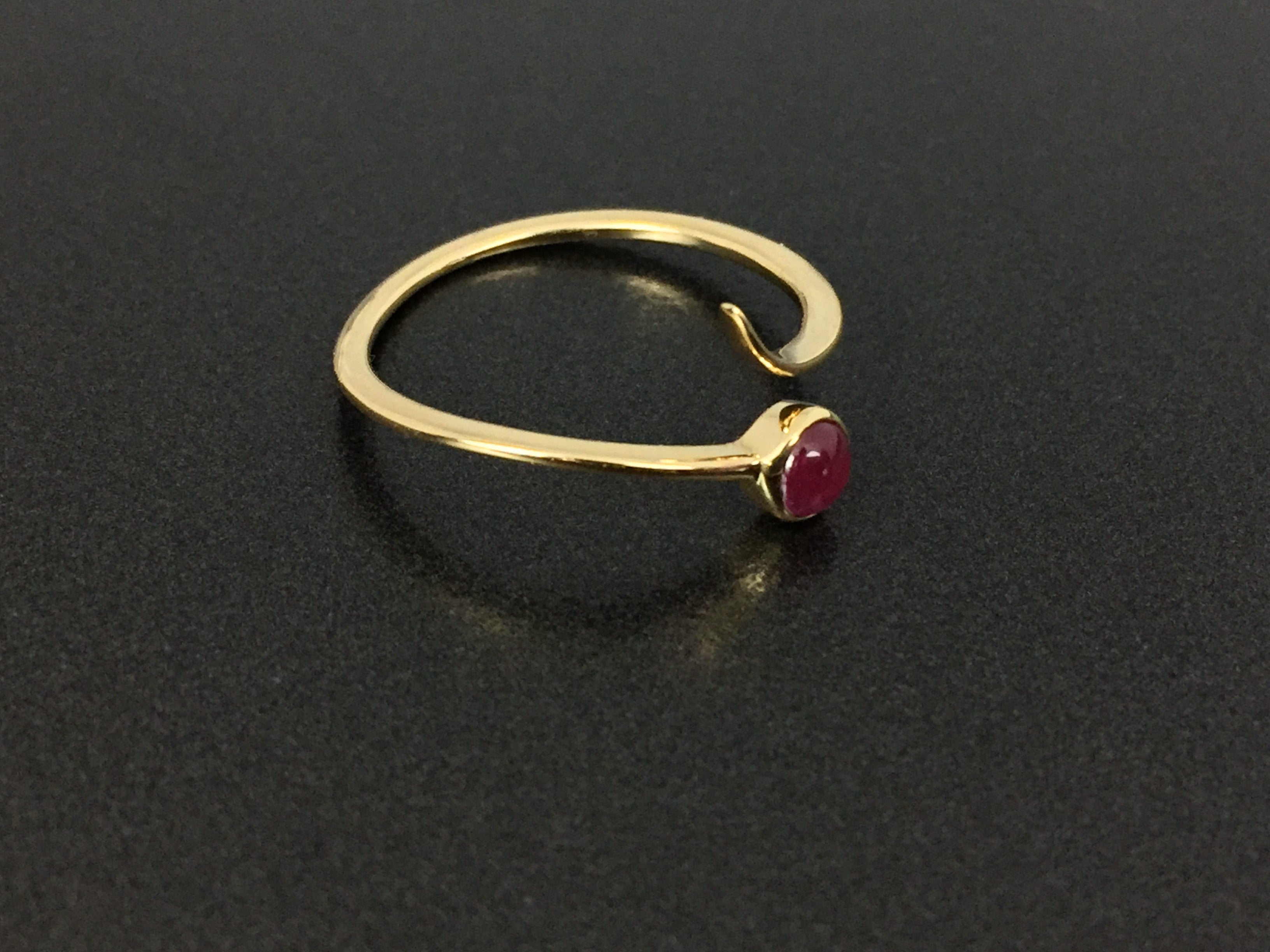 Southwestern Native Style 18K Gold .36ct Ruby Swirl Ring Size 6.75