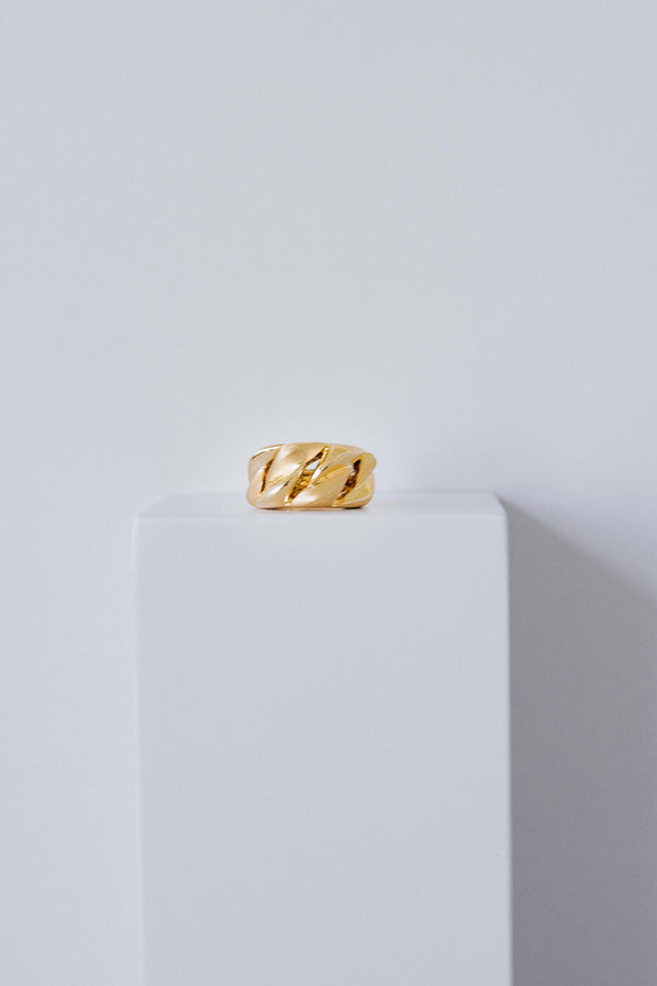 Chain oversized ring