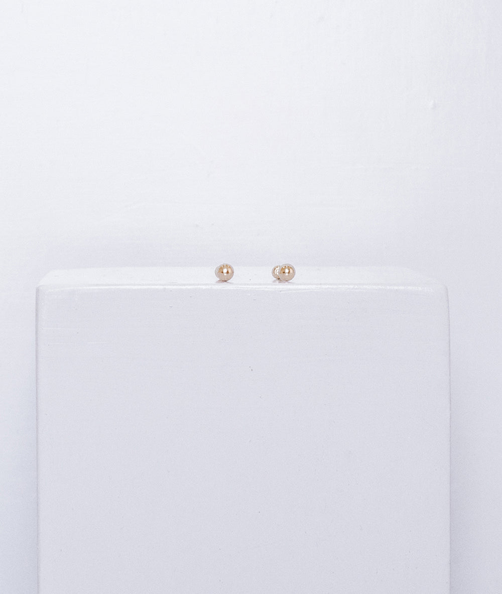 Gold sphere studs