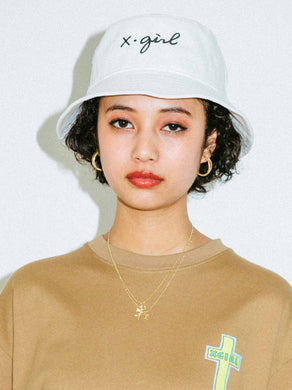 CURSIVE LOGO BUCKET HAT, HEADWEAR, X-Girl