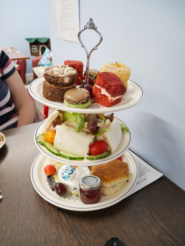 What does the Cream Tea at Cosy Cat Cafe Look Like