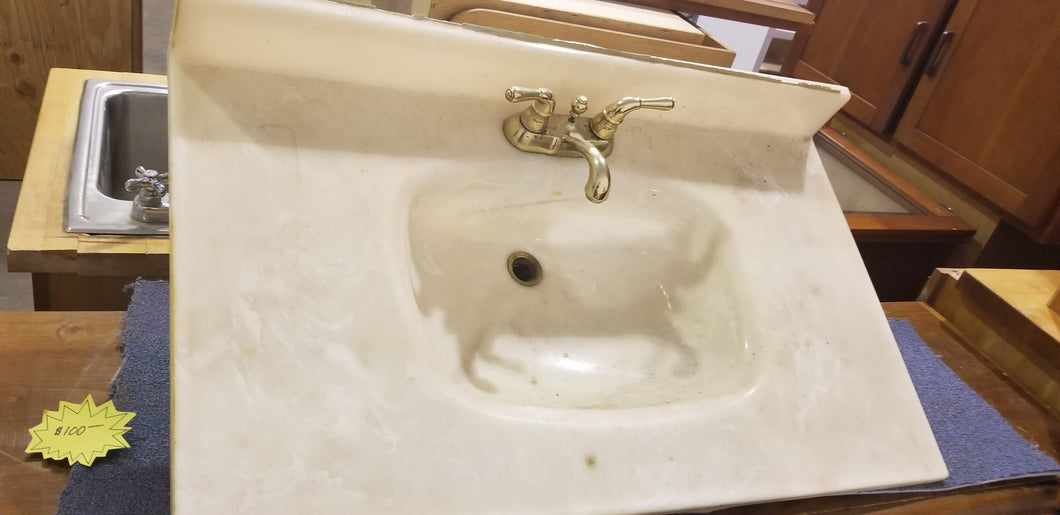 GOLD FAUCET AND VANITY COUNTER TOP
