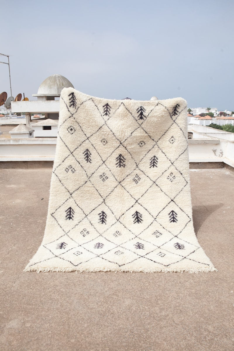 LUXURIOUS BENI OURAIN Rug, Beautiful Moroccan Rug with Classic ...