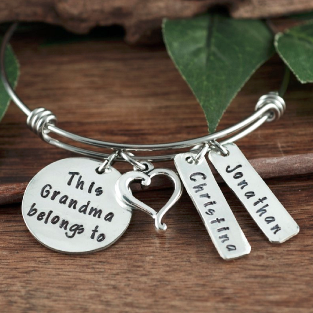'This Grandma Belongs To' Bracelet w/ Heart Charm & Name Tags