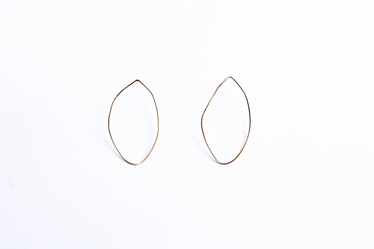 Single Piedra Earrings