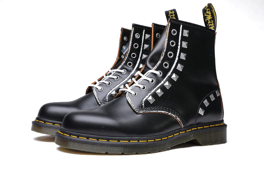 Dr. Martens 1460 8I Stud Black Milled Vintage Smooth Boots DM25202001