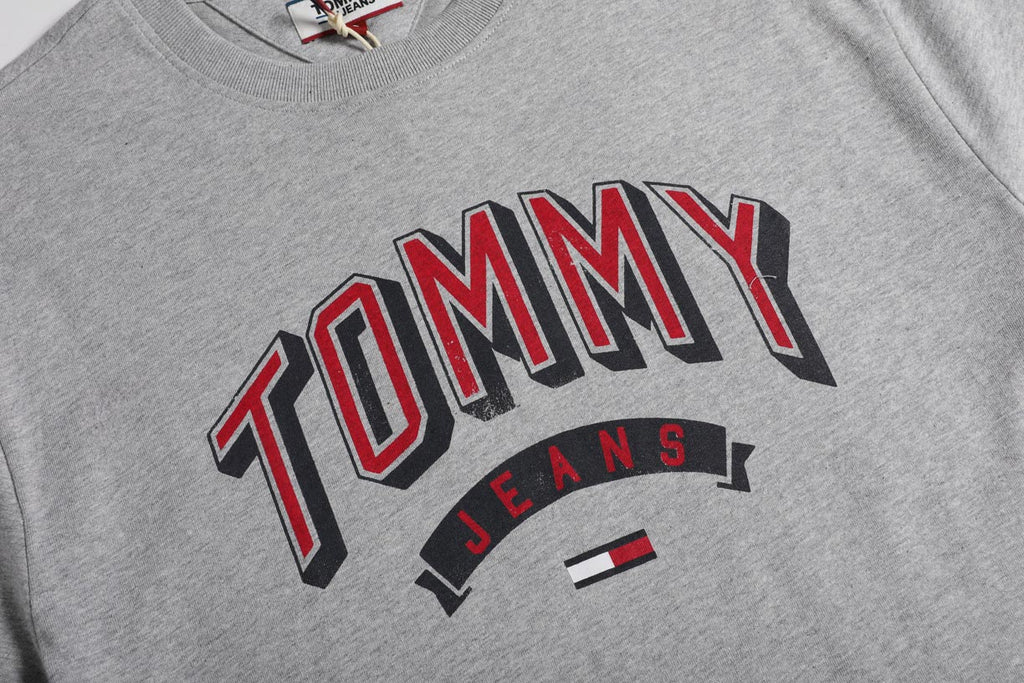 Tommy Jeans Essential 3D Logo Grey T-shirt DM0DM07014