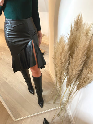 SOHO FRILL FAUX LEATHER SKIRT