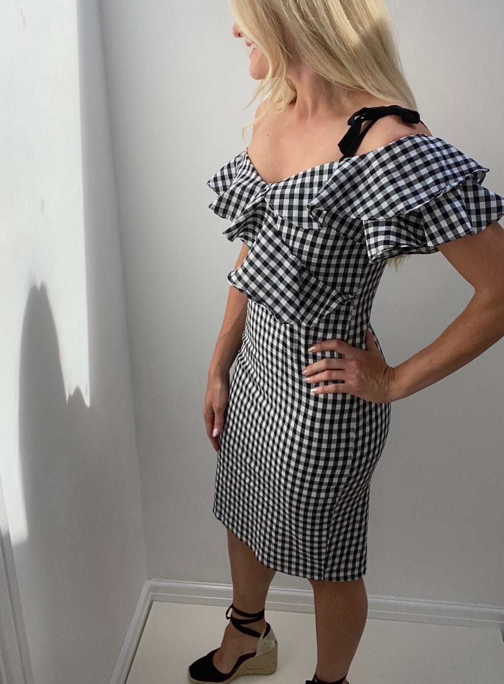 8TH SIGN SUMMER: AMALFI GINGHAM FRILL PENCIL MIDI