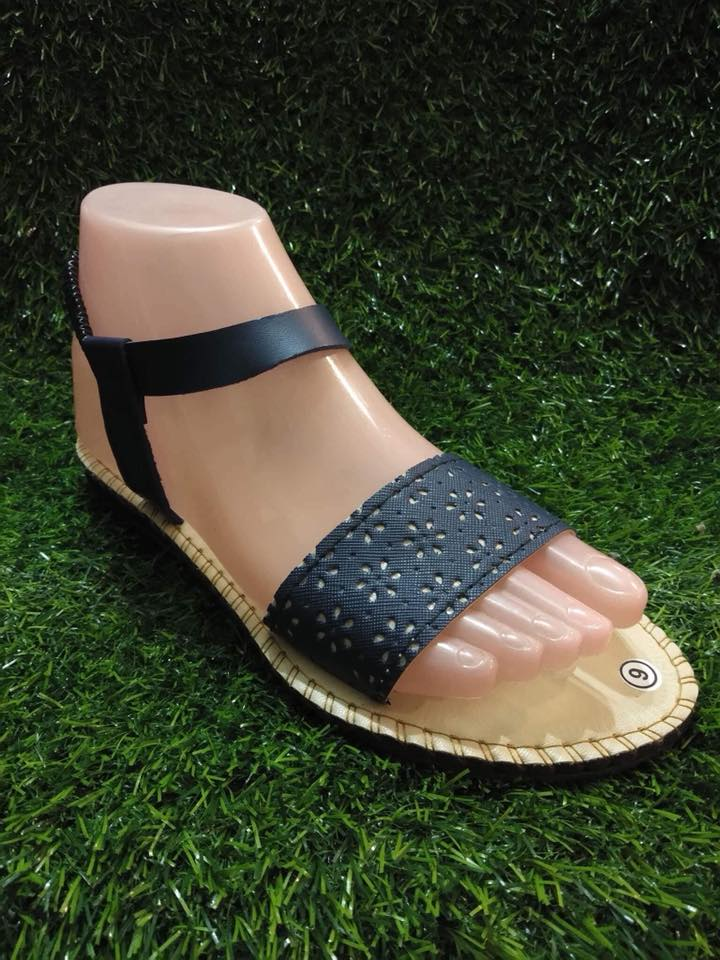 Graciaz Black Sandal