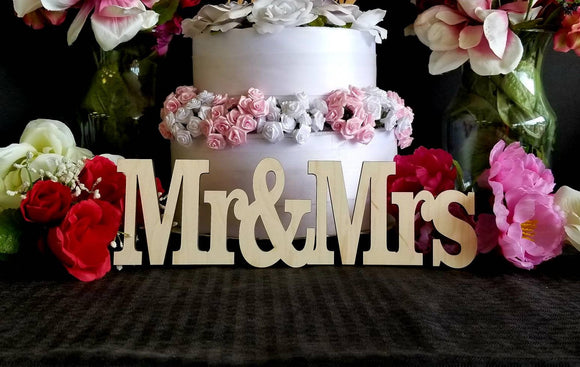 Mr & Mrs wood sign, Small Mr and Mrs set, Cake table decor, Wedding decor, Wedding DIY, MR and Mrs DIY, Mr and Mrs Decor, Wedding decor