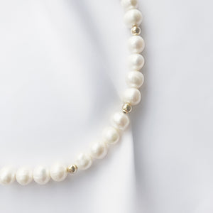 LESIS | Pearl Short Chain With Golden Balls