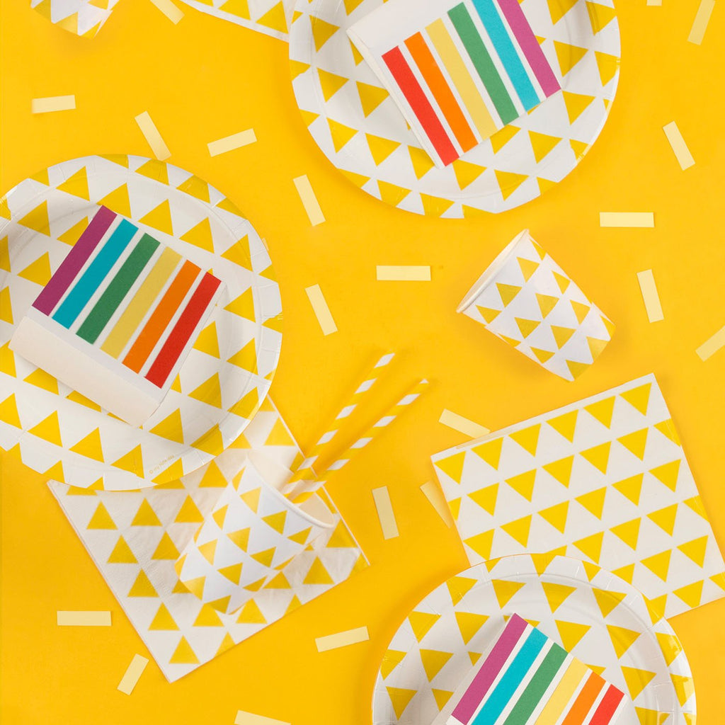 Table de fête annivresiare jaune avec serviettes en papier My Little Day