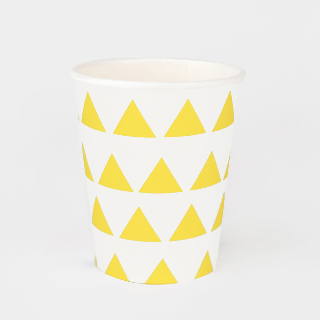 vaisselle jetable : gobelets en carton motifs triangles jaunes - my little day