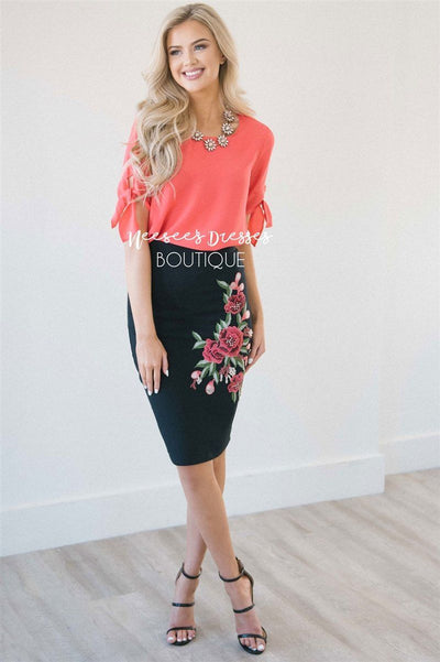 Black Rose Embroidered Pencil Skirt