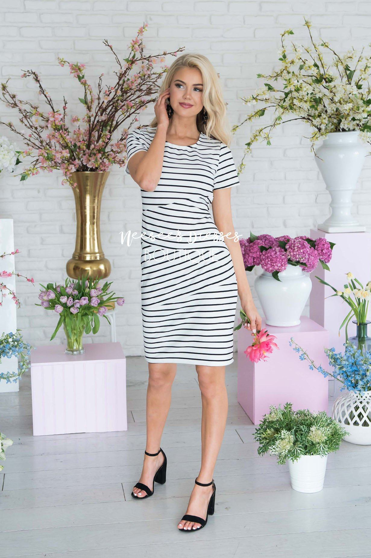 7a2133f5465 White And Black Striped Modest Short Sleeve Dress