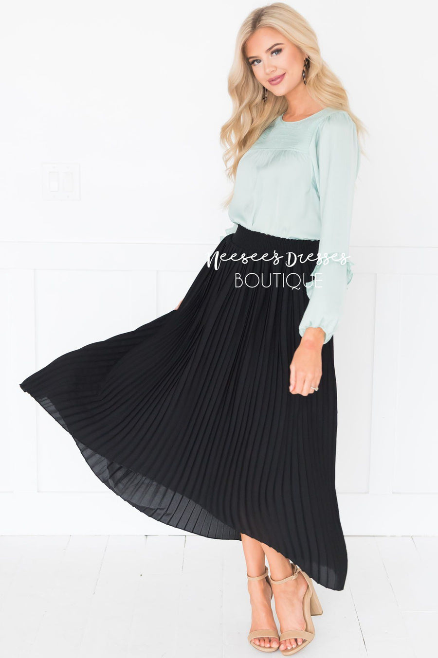 Wondrous Pleat Skirt
