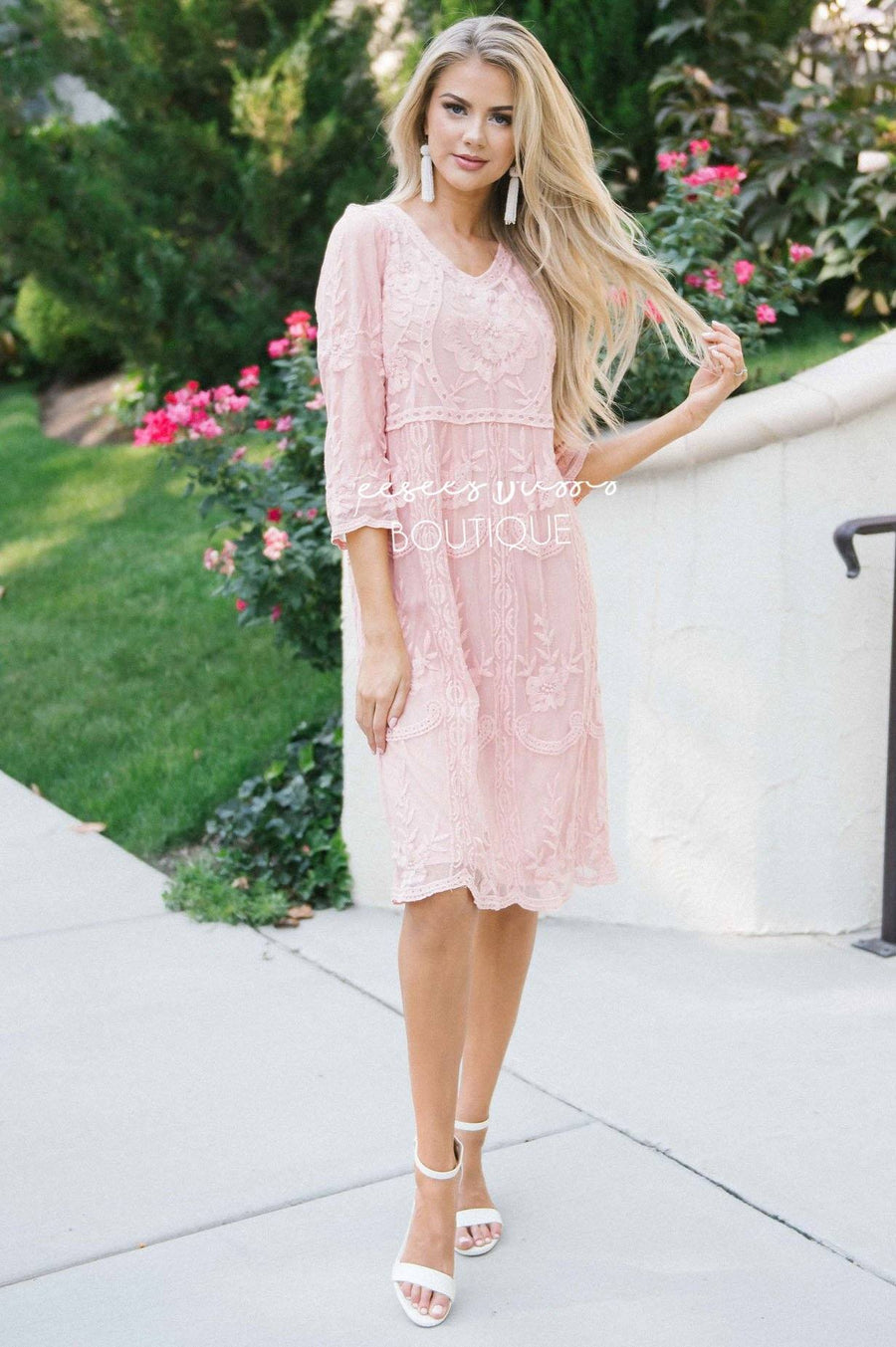 Day Dreamer Lace Dress in Dusty Mauve