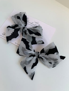 Black Flocked Sheer Bats - Large Pinwheel