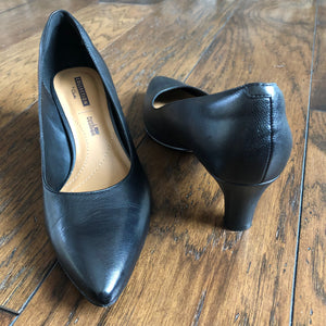 Clark's black pumps