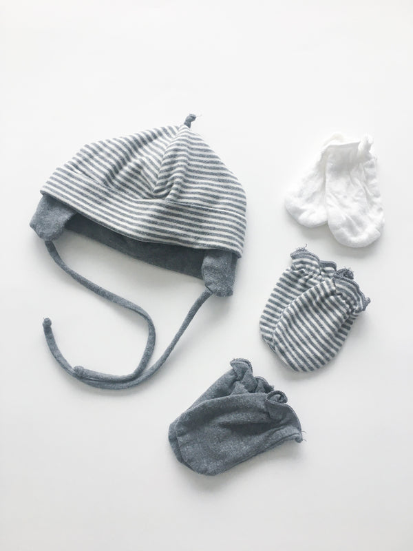 Bouton Jaune Sets NB / Gently Used Re-Cycle Striped Grey and White Baby Hat and No Scratch Mitten Set