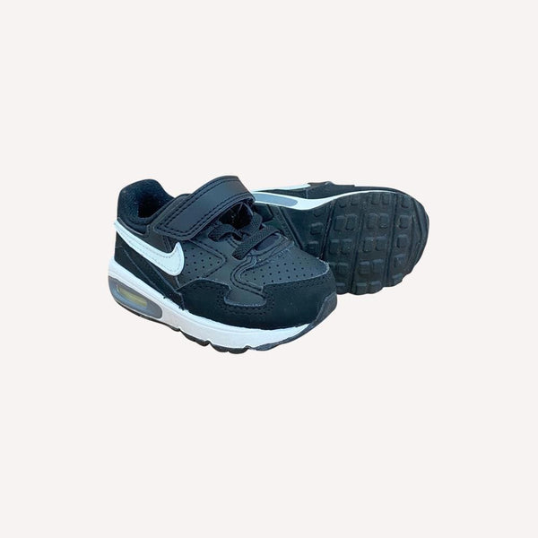 Nike Sneakers US 5 / Preloved Re-Cycle Solid Black Sneakers