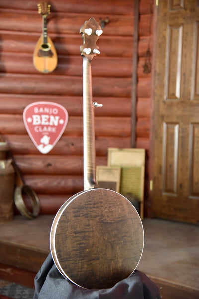 Deering Rustic Wreath 5-String Maple Bluegrass Banjo With Case