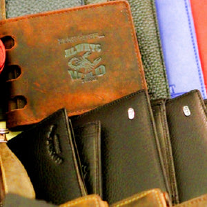14 Best Wallets Gifts For Retirees