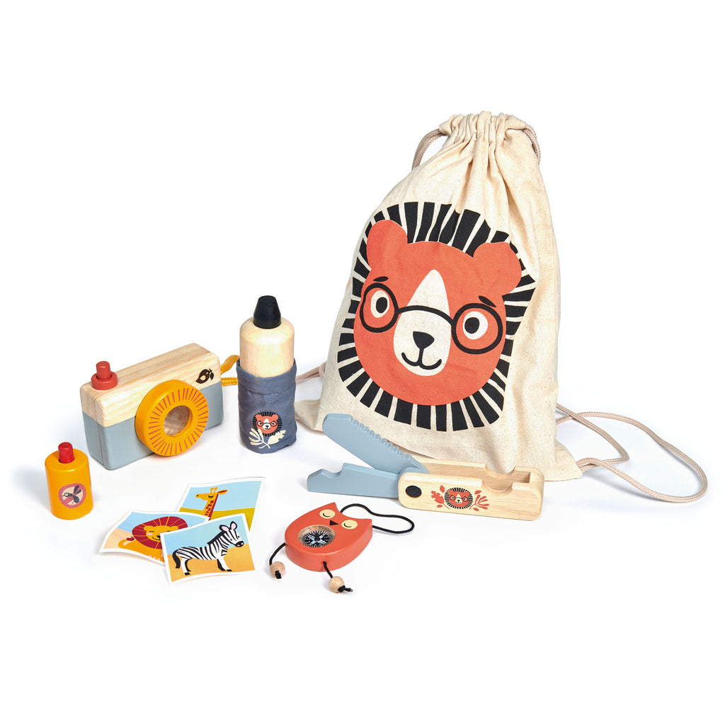 Tender Leaf Wooden safari adventure toy. Comes in a printed drawstring bag