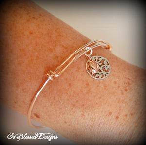 sister of the bride wearing family tree bracelet
