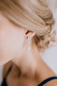 bridesmaid wearing gorgeous silver drop earrings