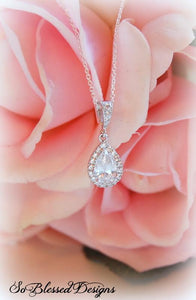 Gorgeous-silver-teardrop-pendant-necklace-for-mother-of-the-bride