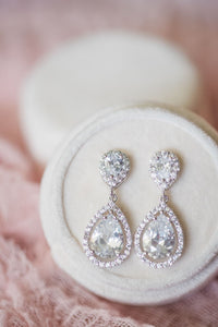 Beautiful classic teadrop silver earrings