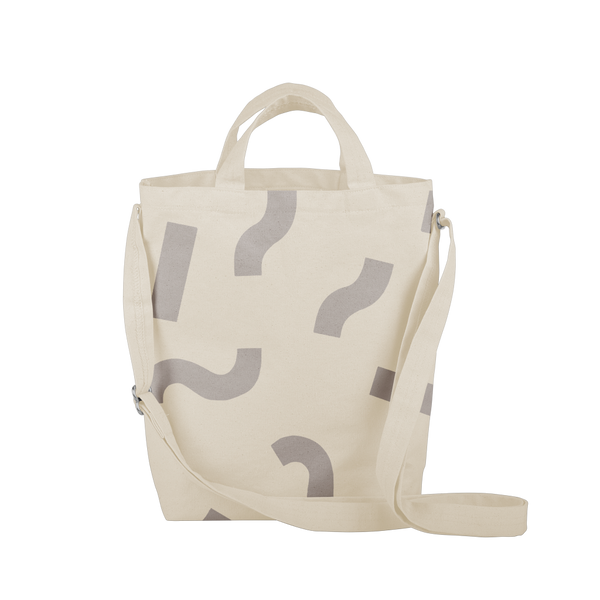 Cute tote bag in light gray canvas with adjustable shoulder strap and dark gray macaroni pattern.