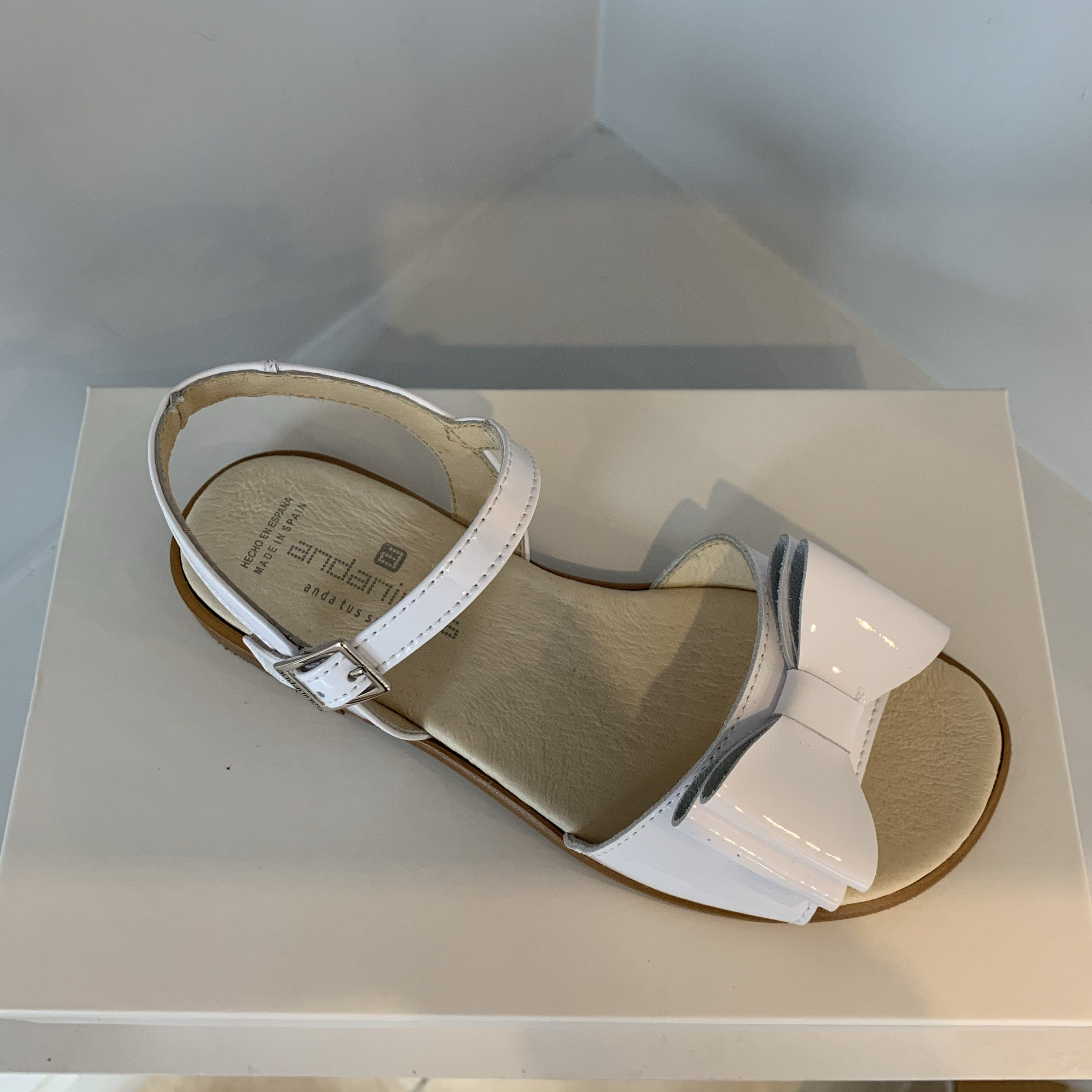 ANDANINES WHITE LEATHER OLDER GIRL PATENT SANDALS