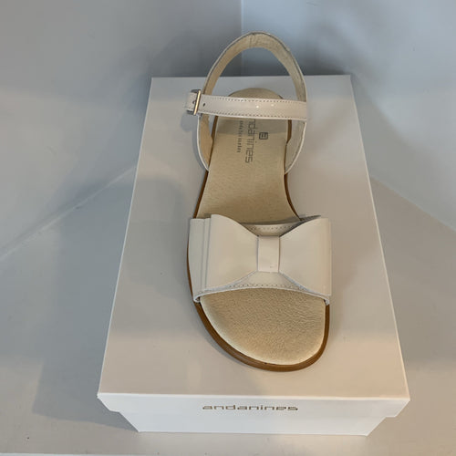 ANDANINES SAND LEATHER OLDER GIRL PATENT SANDALS