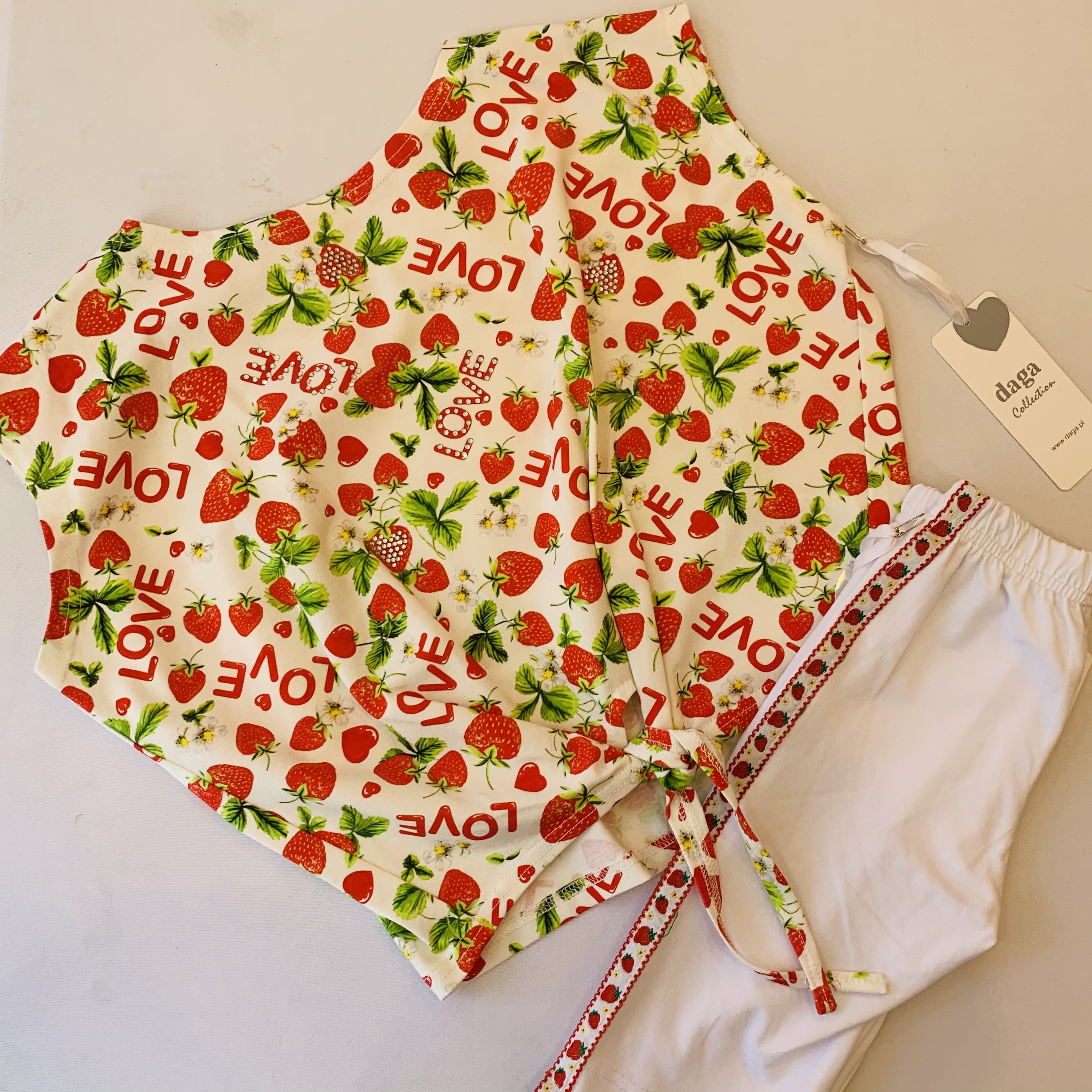 PRE ORDER DAGA STRAWBERRY PRINT CROPPED TOP & SHORTS