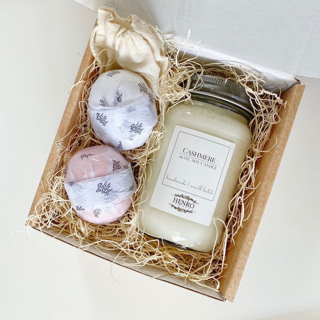 GIFT SET: Premium Natural Soy Candle & Bath Bombs