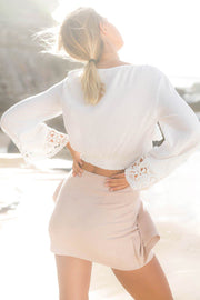 Long Sleeves Lace V-neck Crop Top
