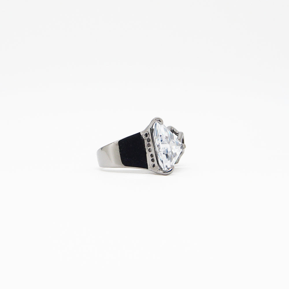 Triangle Ring - White Quartz - Black