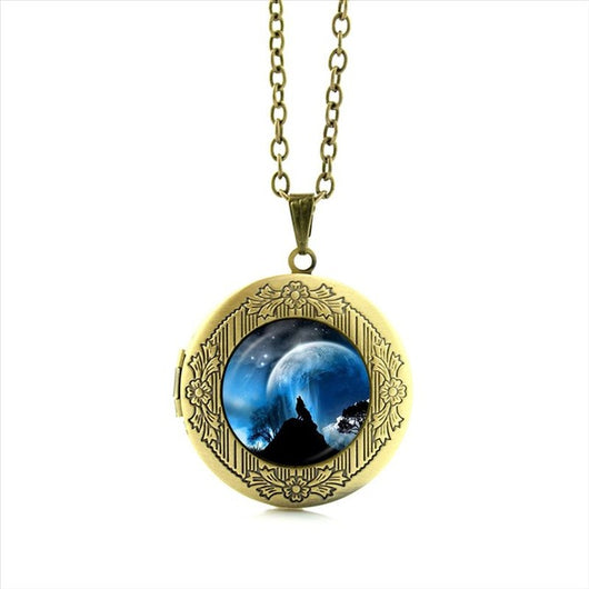 Locket necklace arctic wolf