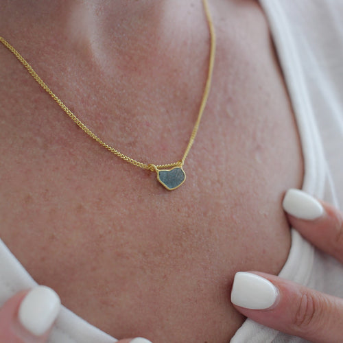 Lux_necklace-yellow_gold-diamond_blue_slice_pendant-starseeker_jewel_grande