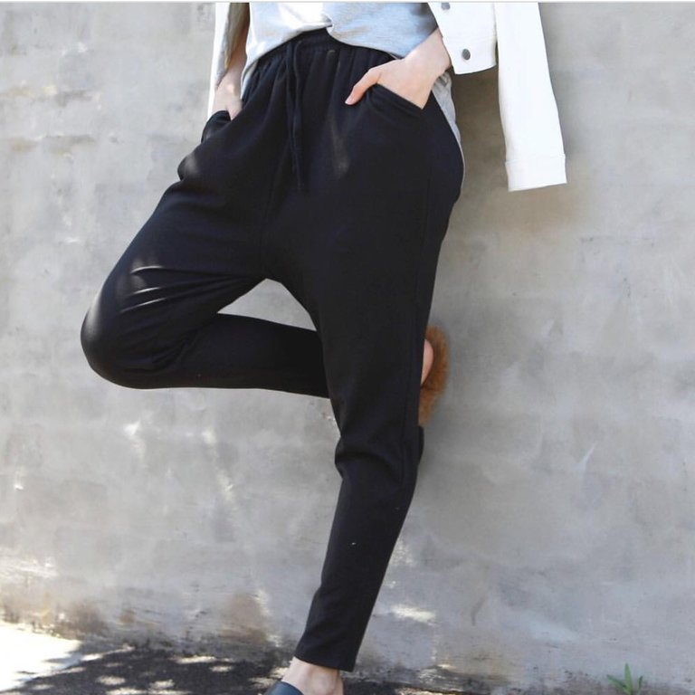 Jade Jogger Pants in Black