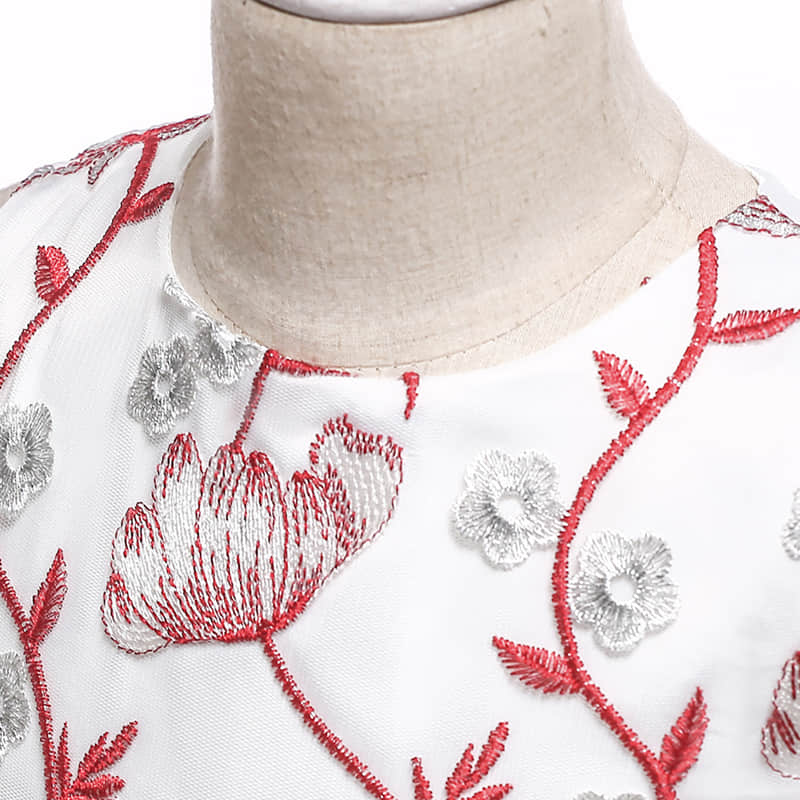 Embroidery 3D Flowers Decorates the Bodice