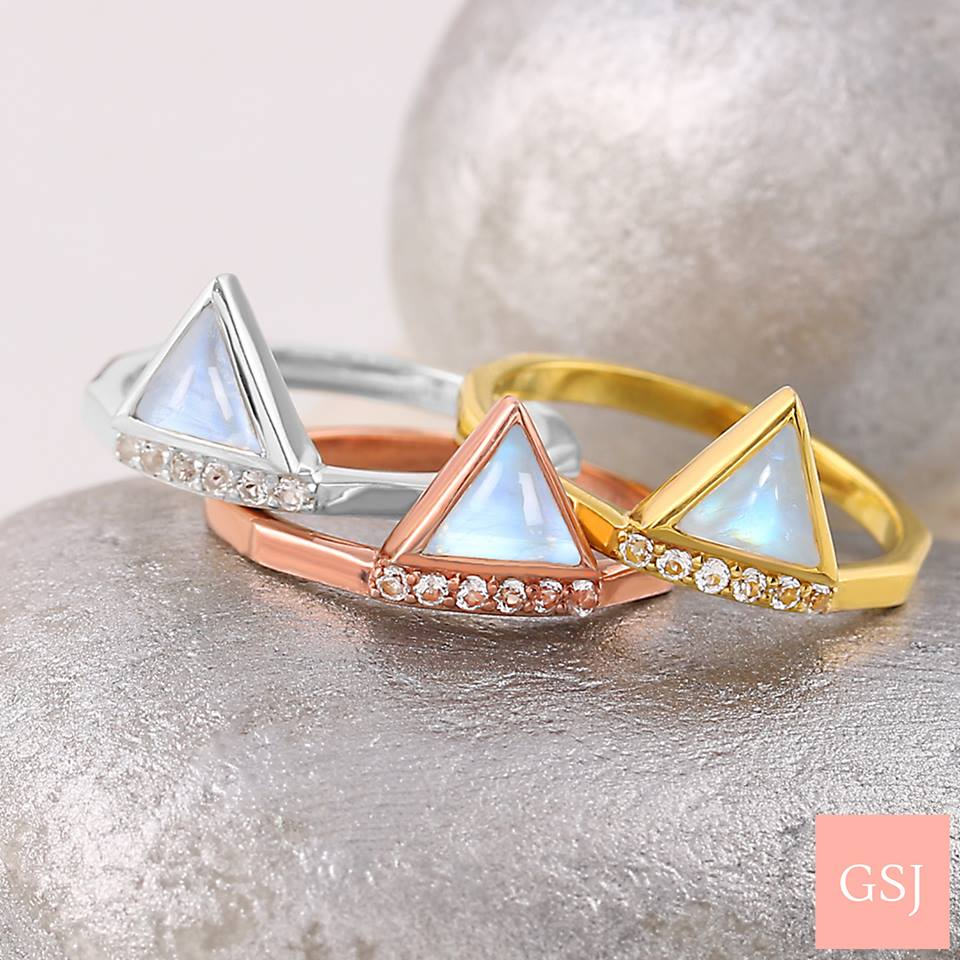 Moonstone rings in gold and silver 925