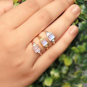 Moonstone Ring - Favor