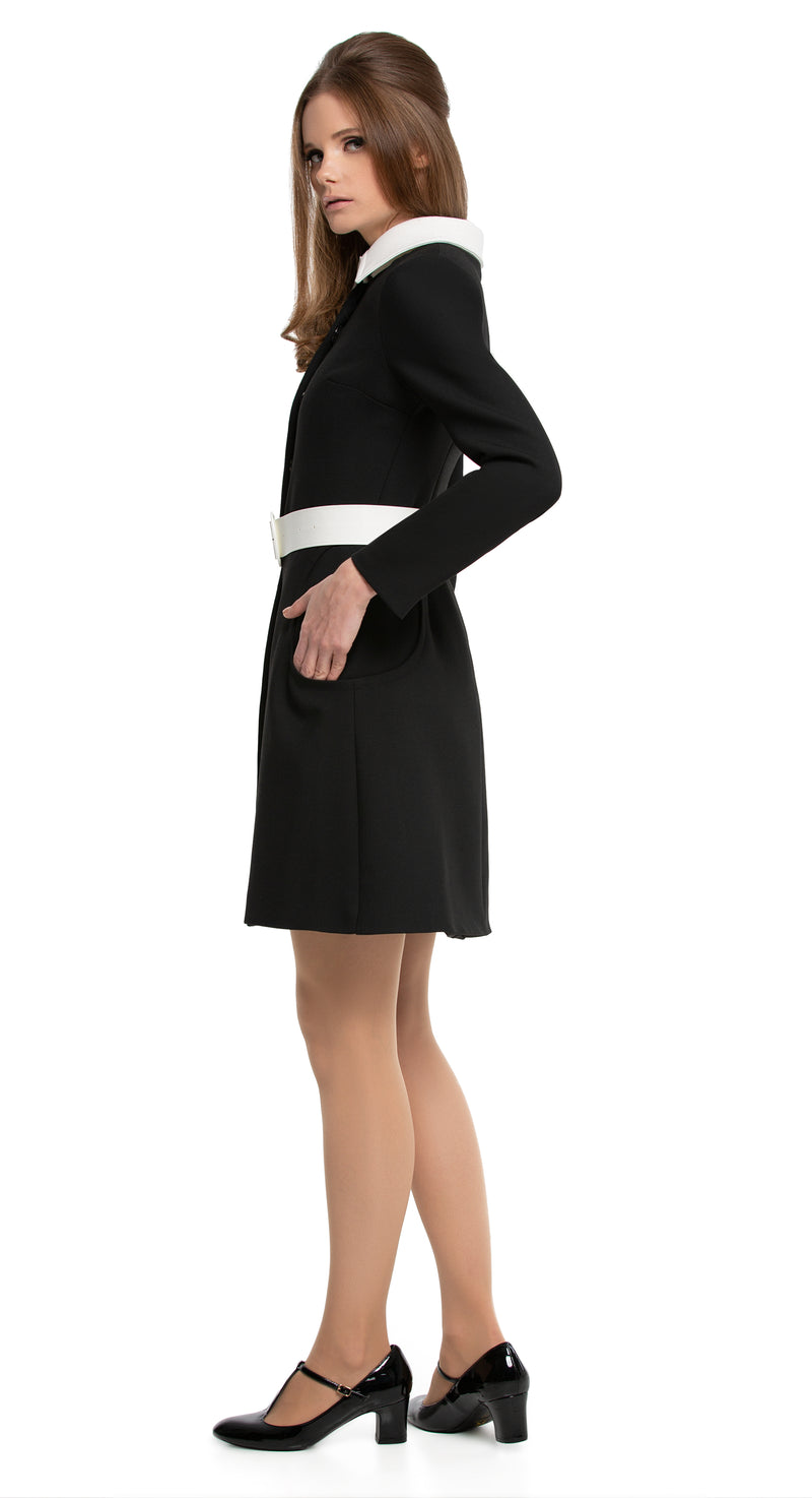 This beautiful Italian mill, fitted 1960s style coat has a white collar and matching dramatic vinyl belt detailing. With functioning, pronounced circular pockets and hidden front snap closure, the cut and shape of this particular sixties style remains timeless. Pairs perfectly with the circle pocket dress to complete a high fashion look.